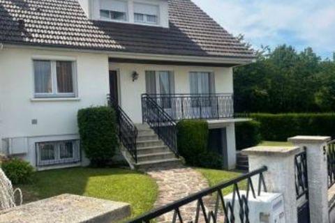 CHIERRY- Maison sur sous-sol de type 5 de 107 m² avec 3 chambres. L'ensemble sur terrain de 542 m² 221000 Chierry (02400)