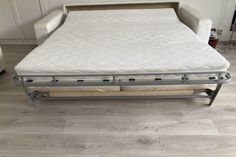 d'un canapé-lit et de2 fauteuils en .cuir blanc 800 Paris (75016)
