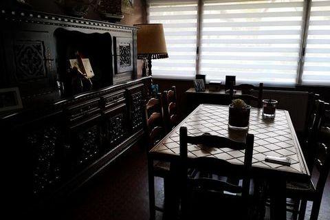 BUFFET, TABLE, 6 CHAISES, ARGENTIER, MEUBLE BAS, LAMPADAIRE 500 Marcq-en-Barœul (59700)
