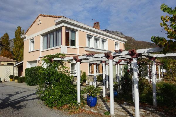 Annonce vente maison sisteron 04200 157 m 284 000 for Jardin 04200