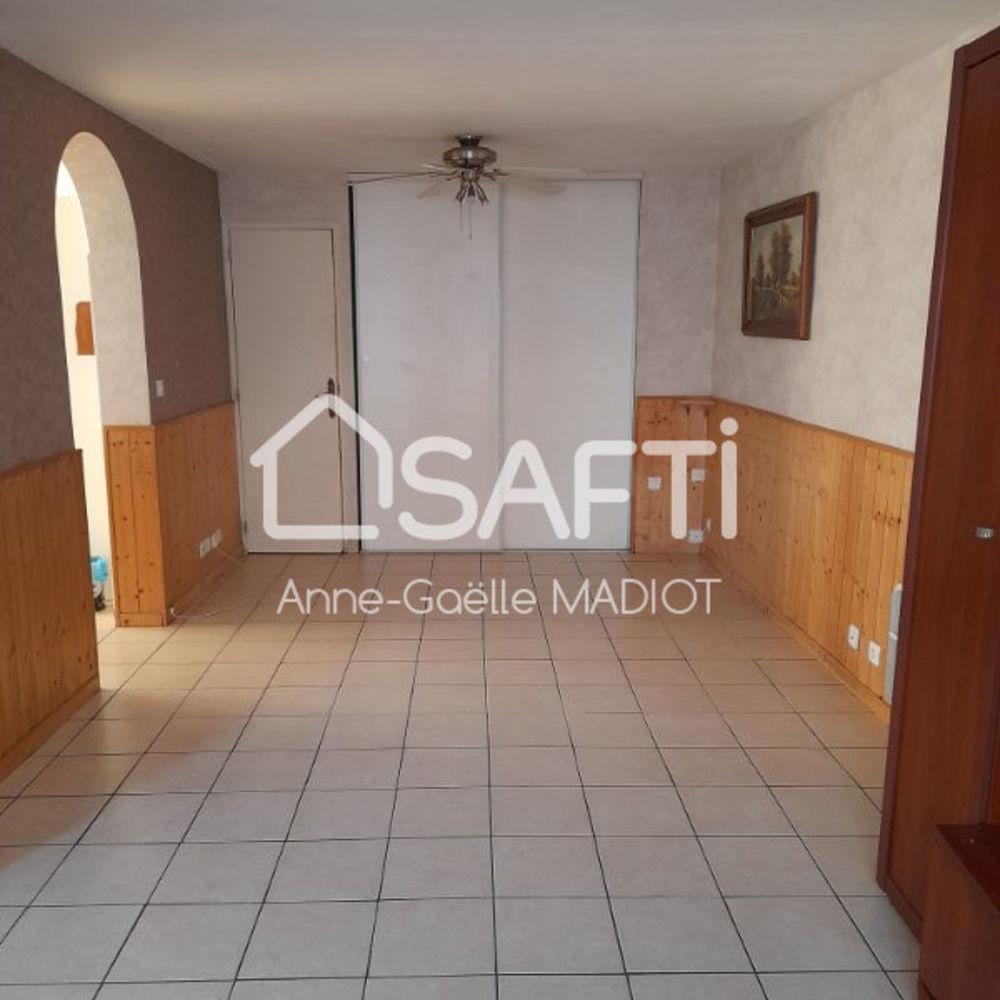 Vente Maison Maison de bourg 114 m² dans commune dynamique Quelaines-saint-gault