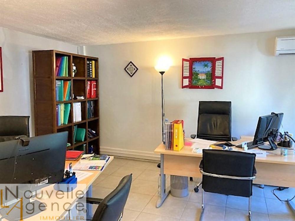 LNA vous propose à la location un très bel espace de ... 2825 97400 Saint-denis