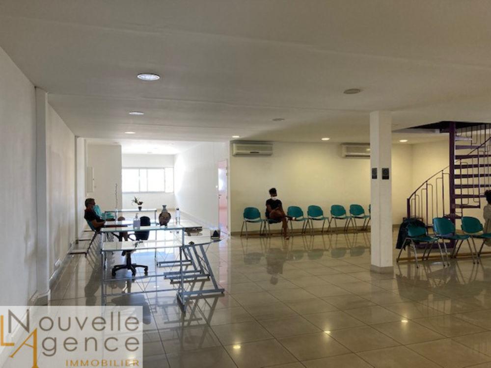 LNA vous propose un grand et bel espace de bureaux d'... 2560 97490 Sainte-clotilde
