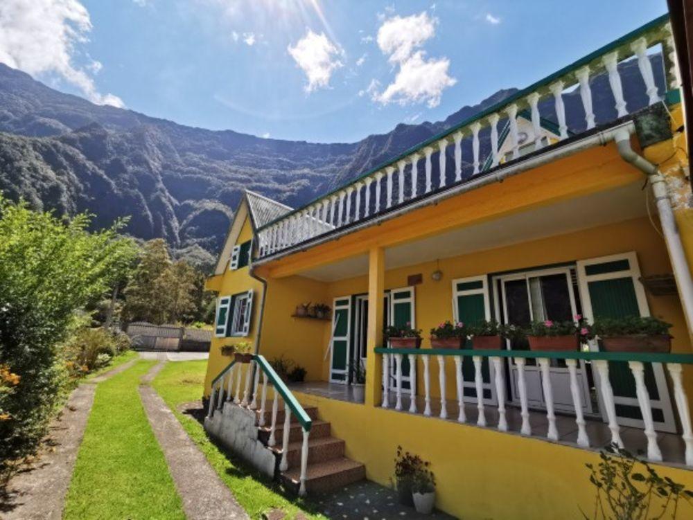 Maison avec vue sur la montagne Télévision - Terrasse - Vue montagne - place de parking en extérieur - Accès Internet . . . 233 € / Semaine DOM-TOM, Cilaos (97413)