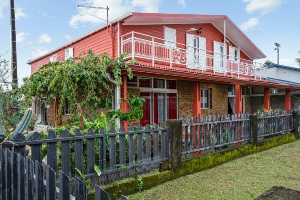 Exceptionnelle maison avec jardin Télévision - Terrasse - Balcon - place de parking en extérieur - Lave vaisselle . . . 411 € / Semaine DOM-TOM, Saint-André (97440)