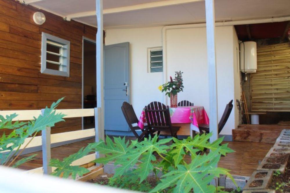 Jolie maison avec vue sur la mer Plage < 2 km - Vue mer - Télévision - Terrasse - place de parking en extérieur . . . 344 € / Semaine DOM-TOM, Petite-Île (97429)