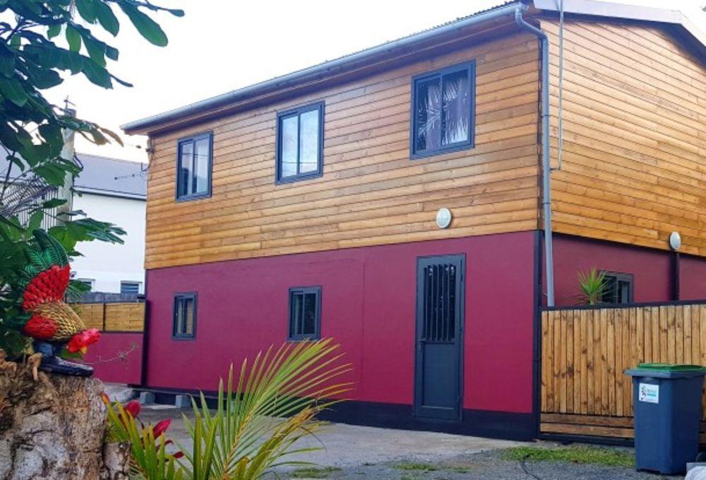 Maison avec vue sur la montagne Télévision - Vue montagne - place de parking en extérieur - Lave linge - Jardin clos . . . 164 € / Semaine DOM-TOM, Saint-Benoît (97470)