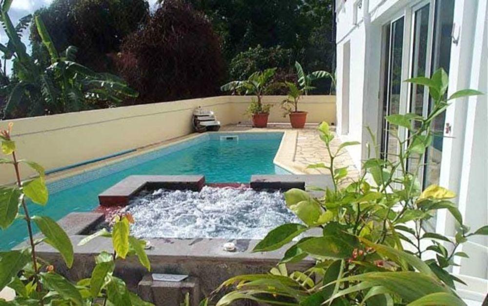 Maison avec piscine partagée Piscine collective - Télévision - Terrasse - Vue montagne - place de parking en extérieur . . . 651 € / Semaine DOM-TOM, Bois de Nèfles Saint Paul (97411)
