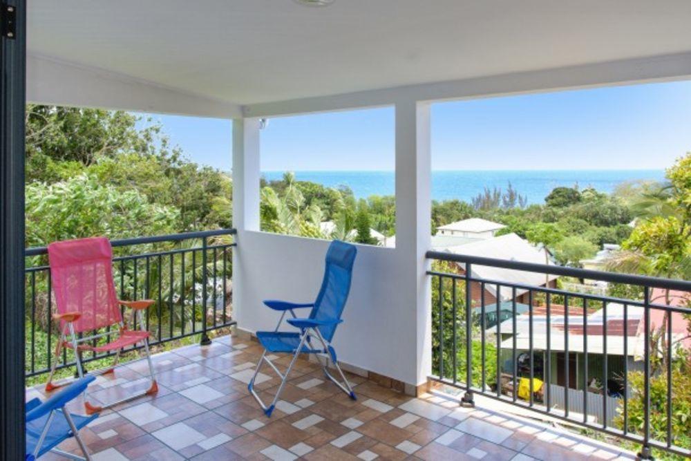 Superbe maison avec vue sur la mer Plage < 2 km - Vue mer - Télévision - Terrasse - place de parking en extérieur . . . 198 € / Semaine DOM-TOM, Sainte-Rose (97439)