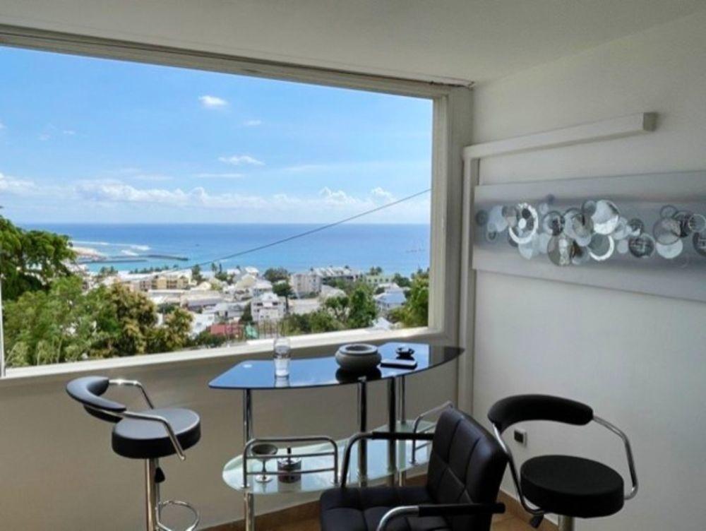 Appartement avec vue sur la mer Plage < 1 km - Vue mer - Télévision - Balcon - Vue montagne . . . 478 € / Semaine DOM-TOM, Saint-Gilles Les Bains (97434)