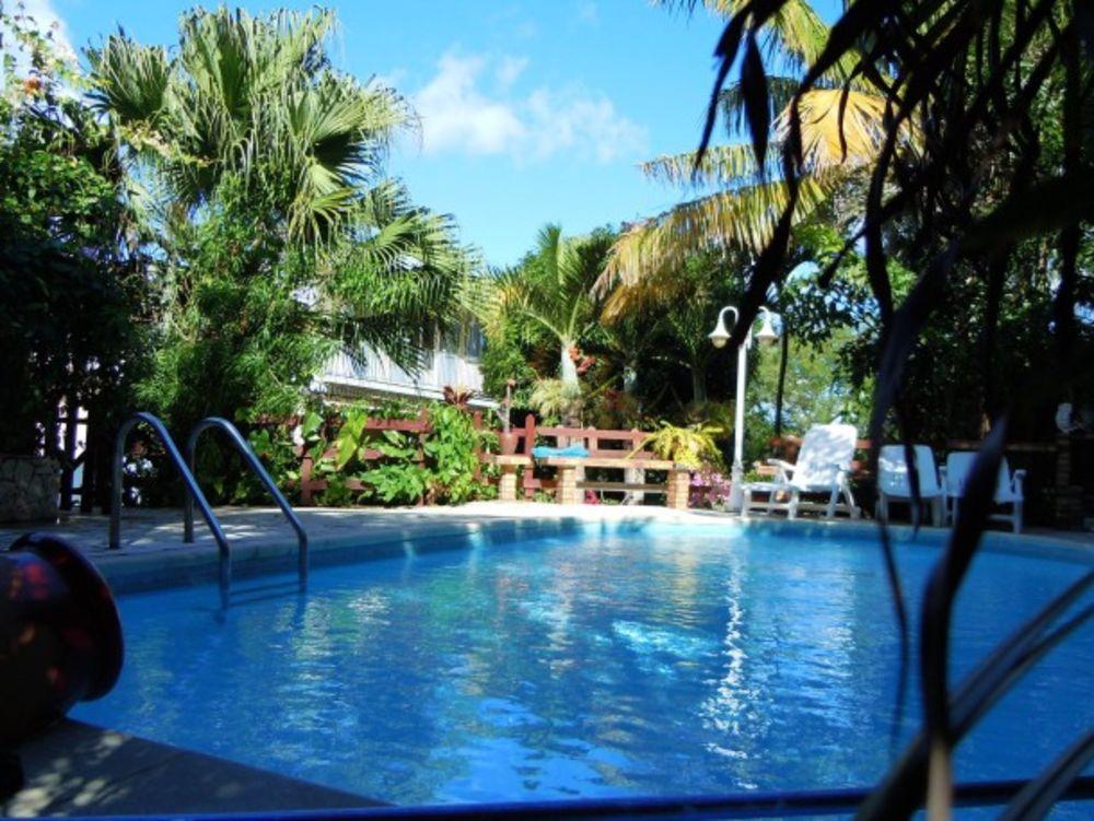 Grande maison avec piscine partagée Piscine collective - Télévision - Terrasse - place de parking en extérieur - Lave vaisselle 524 € / Semaine DOM-TOM, Saint-Joseph (97480)