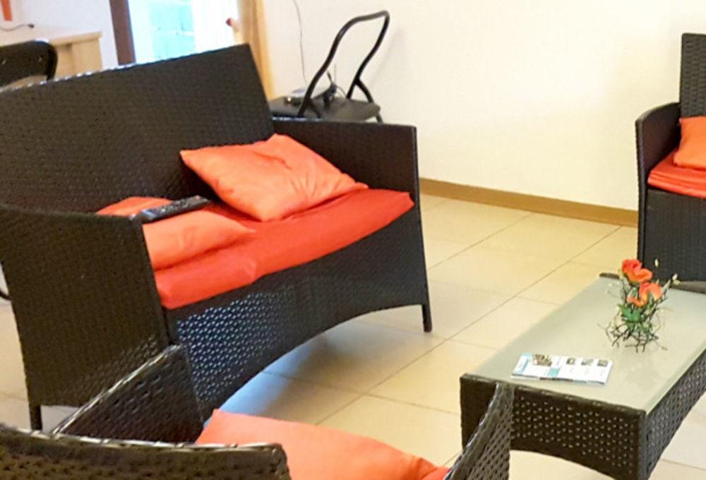 Maison à proximité de la plage Plage < 100 m - Télévision - Terrasse - place de parking en extérieur - Lave vaisselle . . . 292 € / Semaine DOM-TOM, Saint-Gilles Les Bains (97434)
