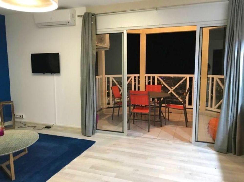 Appartement avec vue sur la mer Vue mer - Télévision - Terrasse - place de parking en extérieur - Lave vaisselle . . . 358 € / Semaine DOM-TOM, Saint-Denis (97400)