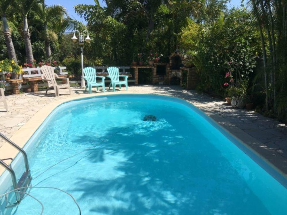 Joli studio avec piscine partagée Piscine collective - Télévision - Terrasse - place de parking en extérieur - Lave linge . . . 224 € / Semaine DOM-TOM, Saint-Joseph (97480)