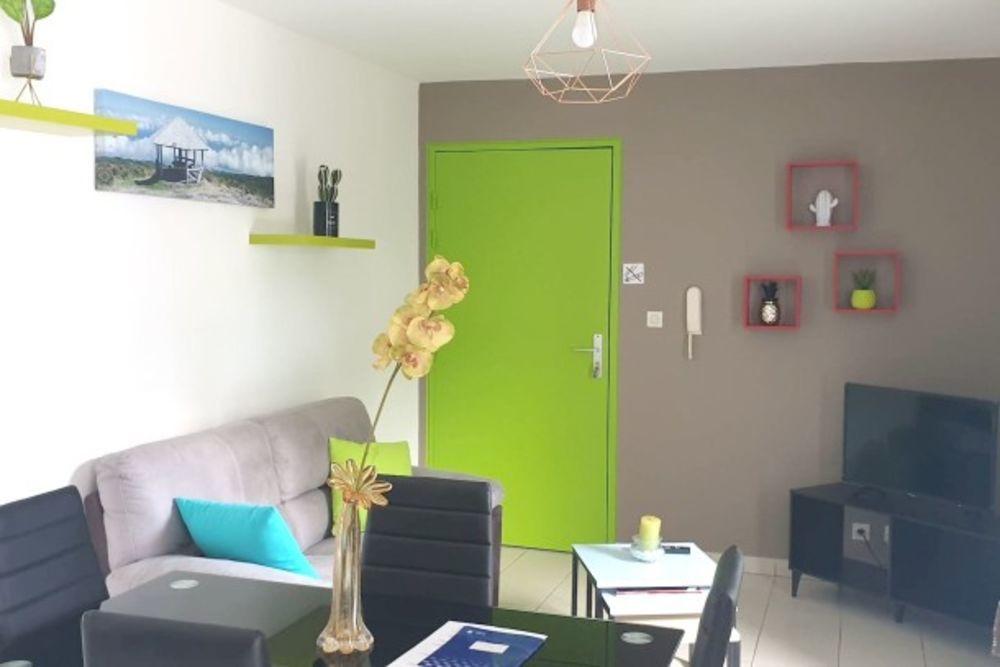 Joli appartement avec balcon & Wifi Plage < 1 km - Télévision - Balcon - place de parking en extérieur - Lave linge . . . 148 € / Semaine DOM-TOM, Sainte-Marie (97438)