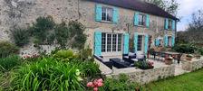 Séduisante briarde, cour, terrasse et jardin paysagé, le tout sur plus de 2200 m2. 346500