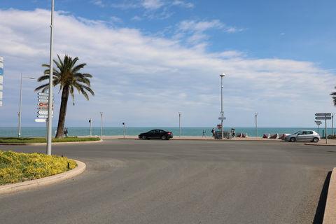 Antibes – Cagnes sur Mer : Hôtel bureau d'une vingtaine de chambres. 642000 06800 Cagnes sur mer