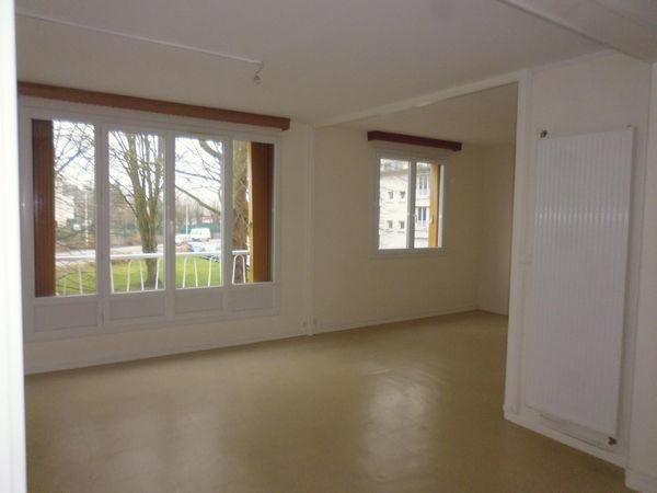 Location Appartement T3 refait à neuf avec cave et parking  à Evreux