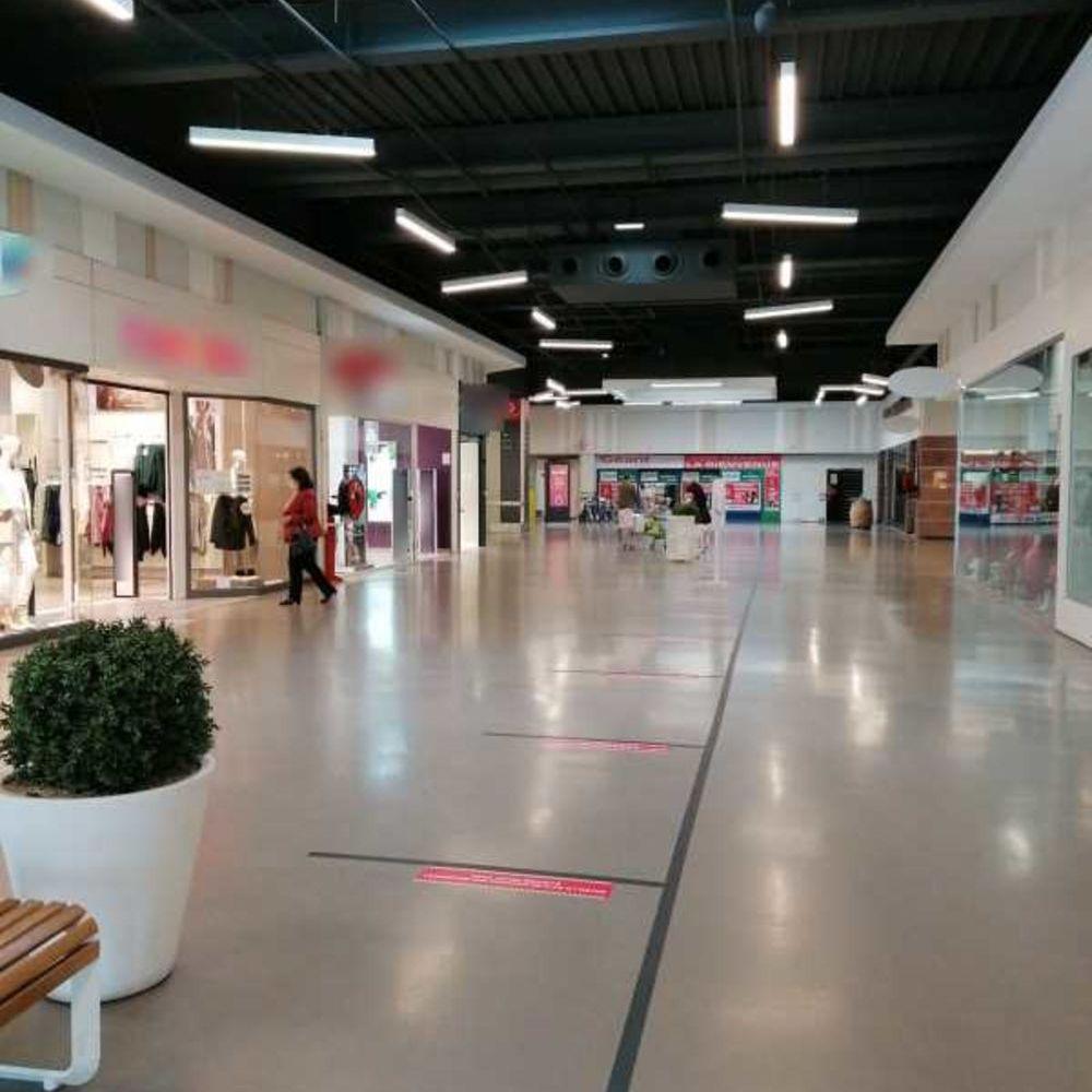 Locaux commerciaux - A LOUER - 55 m² non divisibles