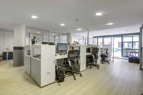Bureaux et Locaux commerciaux - A VENDRE - 160 m² non divisibles 1300000 75015 Paris