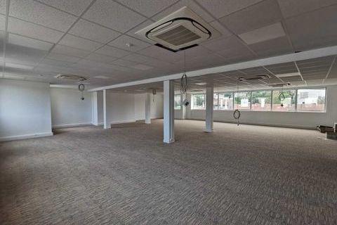 Bureaux - A LOUER - 360 m² divisibles à partir de 174 m² 5101 94230 Cachan