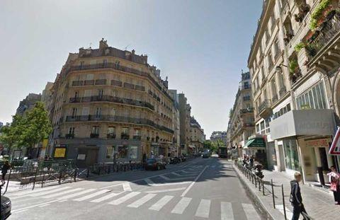 Locaux commerciaux - A LOUER + DROIT D'ENTREE - 580 m² non divisibles 37503 75001 Paris