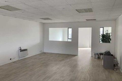 Bureaux - A LOUER - 405 m² divisibles à partir de 110 m² 4050 93320 Les pavillons sous bois