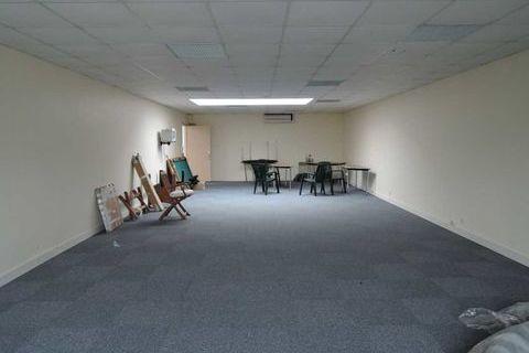 Bureaux - A LOUER - 64 m² non divisibles 550 77450 Montry