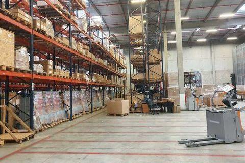 Entrepôts - A LOUER - 3850 m² non divisibles 15400 78440 Gargenville