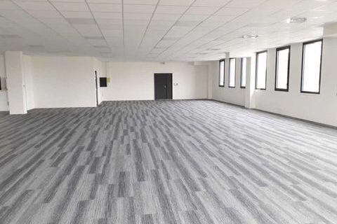 Locaux commerciaux - A VENDRE - 670 m² divisibles à partir de 287 m² 1708500 33320 Eysines