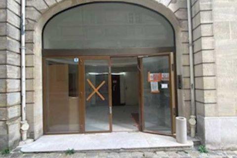 Locaux commerciaux - A LOUER - 279 m² non divisibles 8334 75001 Paris
