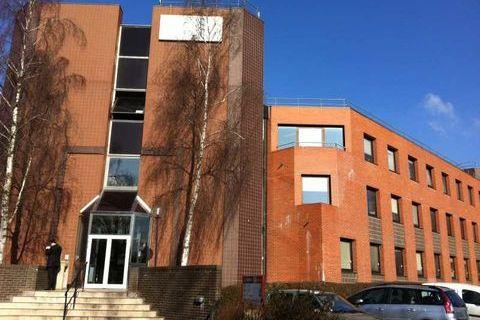 Bureaux - A VENDRE - 660 m² divisibles à partir de 220 m² 1254000 78180 Montigny le bretonneux