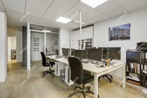 Bureaux et Locaux commerciaux - A VENDRE - 118 m² non divisibles 895001 75015 Paris