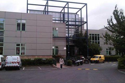 Activités et Bureaux - A LOUER - 649 m² divisibles à partir de 233 m² 7574 93500 Pantin
