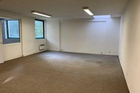 Bureaux - A LOUER - 81 m² divisibles à partir de 16 m² 877 77420 Champs sur marne