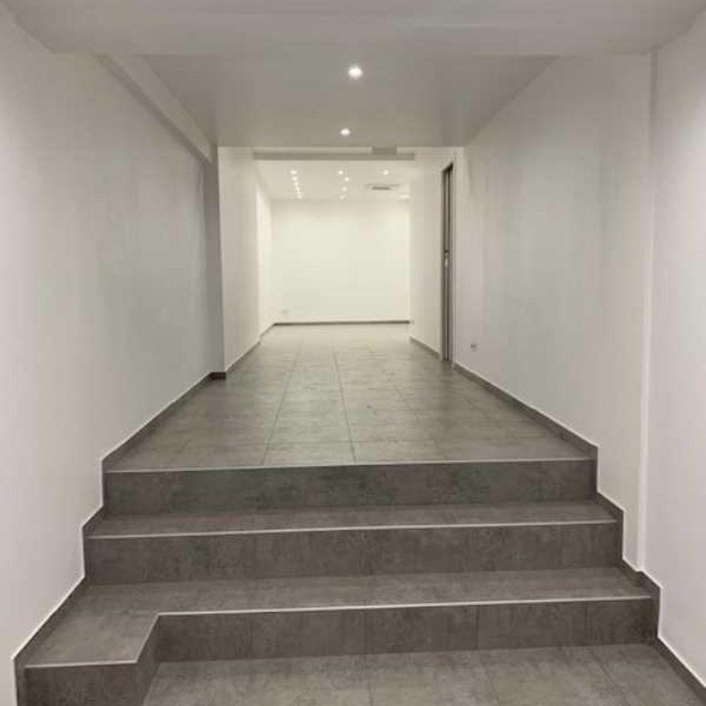 Locaux commerciaux - A LOUER - 78 m² non divisibles