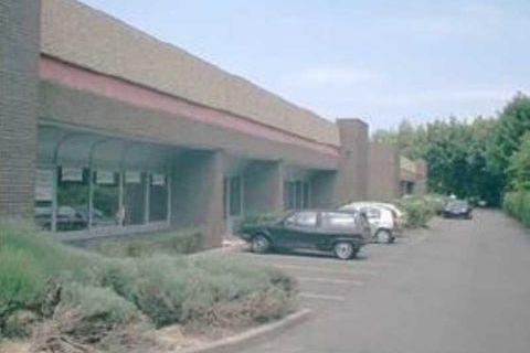 Bureaux - A LOUER - 857 m² divisibles à partir de 375 m² 7106 78190 Trappes