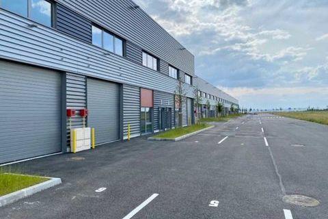 Cellules neuves, accès direct autoroutes - 3597 m² divisibles à partir de 360 m² 31726 95500 Le thillay