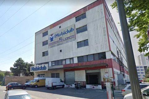 Entrepôts - A LOUER - 2 696 m² divisibles à partir de 63 m² 20220 93110 Rosny sous bois