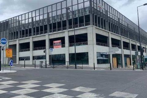 Locaux commerciaux - A LOUER - 1333 m² non divisibles 16663 93240 Stains