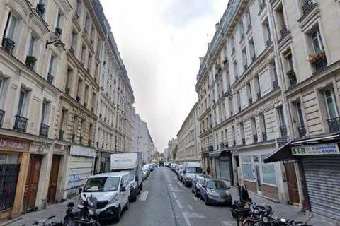 Locaux commerciaux - CESSION DE FONDS - 70 m² non divisibles 0 75010 Paris