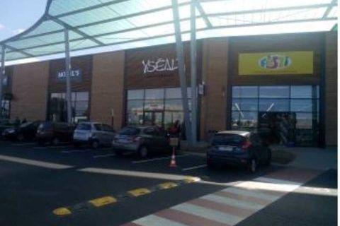 Locaux commerciaux - A LOUER - 450 m² non divisibles 5063 76700 Gonfreville l'orcher