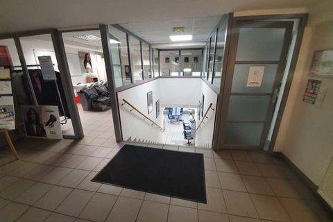 Bureaux - A LOUER - 484 m² non divisibles 6253 78400 Chatou