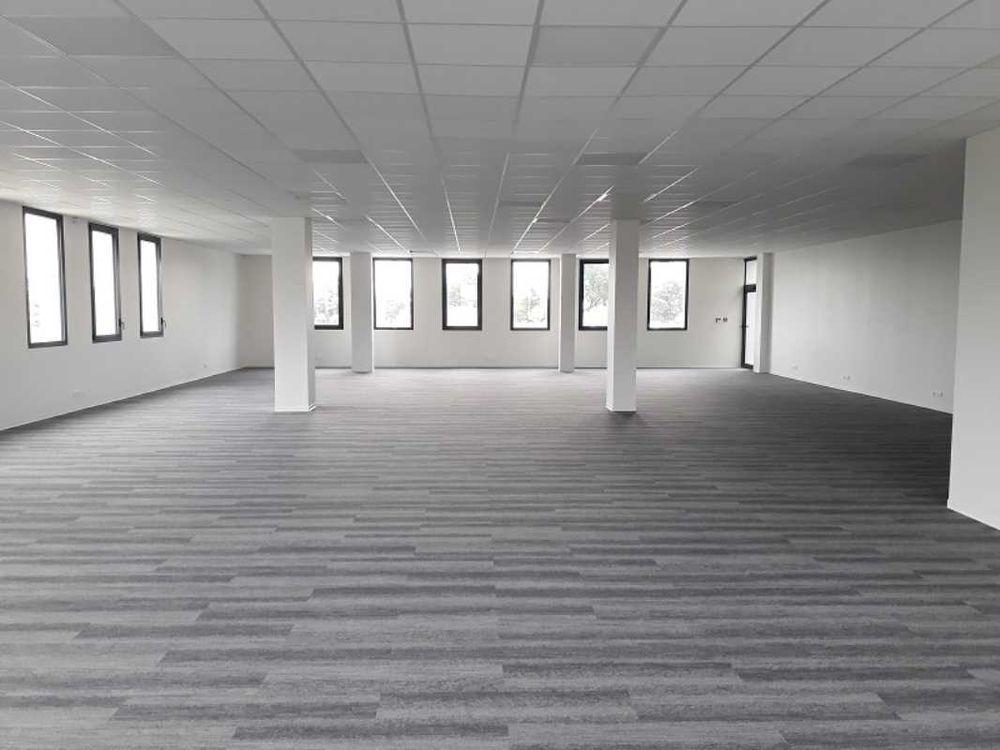 Locaux commerciaux - A LOUER - 670 m² divisibles à partir de 287 m²