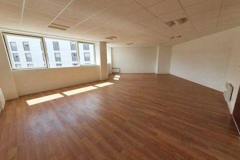 Bureaux - A LOUER - 341.3 m² divisibles à partir de 55 m² 5689 77200 Torcy