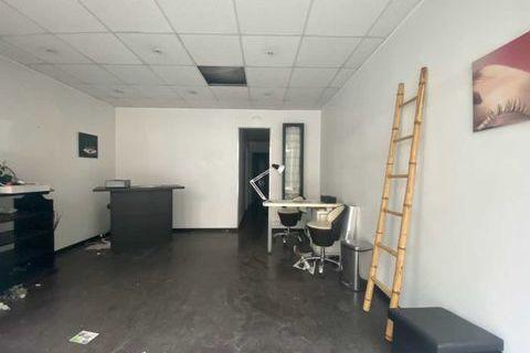 Locaux commerciaux - A VENDRE - 40 m² non divisibles 600000 75015 Paris
