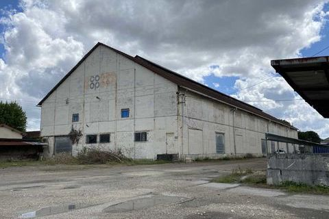 Entrepôts - A LOUER - 2500 m² non divisibles 9375 33270 Floirac