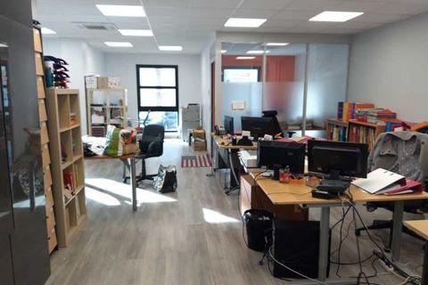 Surface rare à la VENTE - 100 m² non divisibles 165000 91350 Grigny