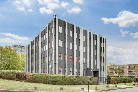 Bureaux - A LOUER - 441 m² non divisibles 5887 78180 Montigny le bretonneux