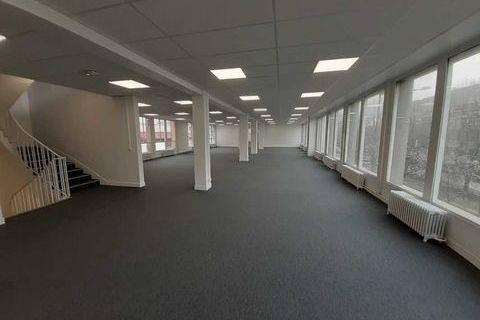 Bureaux rénovés proche Front Populaire - 893 m² non divisibles 6698 93210 Saint denis